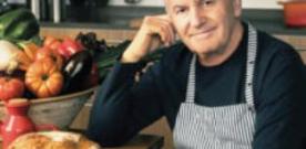 Víctor Manuel presenta 'El gusto es mío' en la Biblioteca de Asturias